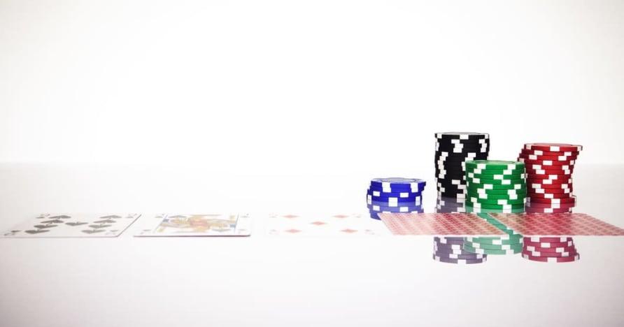 Compreenda a regra do Blackjack Soft 17 em jogos de azar online