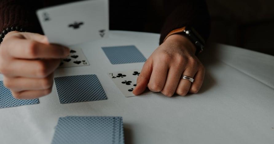 RNG Blackjack vs. Blackjack com crupiê ao vivo